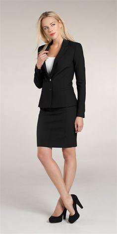 Zakelijke dameskleding online | Kleding online insider Je kunt ook een keer iets anders proberen. Een mooie hoge rok in een felle kleur met een wit blousje en hakken is ook erg net! Je hoeft het niet altijd heel .